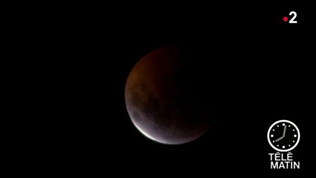 """Éclipse totale de Lune : un spectacle rare et """"magnifique"""""""