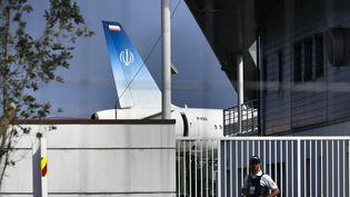 Un avion transportant le ministre iranien des Affaires étrangères s'est posé le 25 août 2019, à Biarritz, au deuxième jour du sommet du G7. (GEORGES GOBET / AFP)