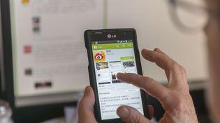 Les plateformes chinoises comme le site de microblogs Weibo ou la populaire messagerie WeChat font l'objet d'une censure étroite. (RICHARD B. LEVINE/ SIPA)