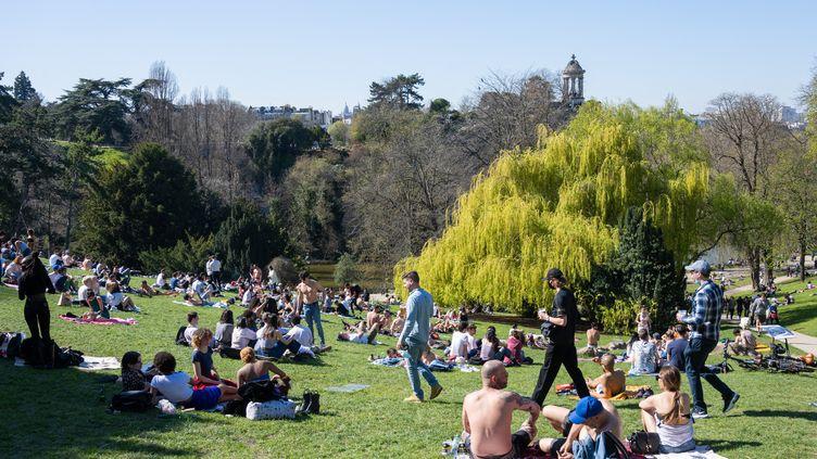 Le parc des Buttes-Chaumont, à Paris, le 30 mars 2021. (Photo d'illustration) (SANDRINE MARTY / HANS LUCAS / AFP)