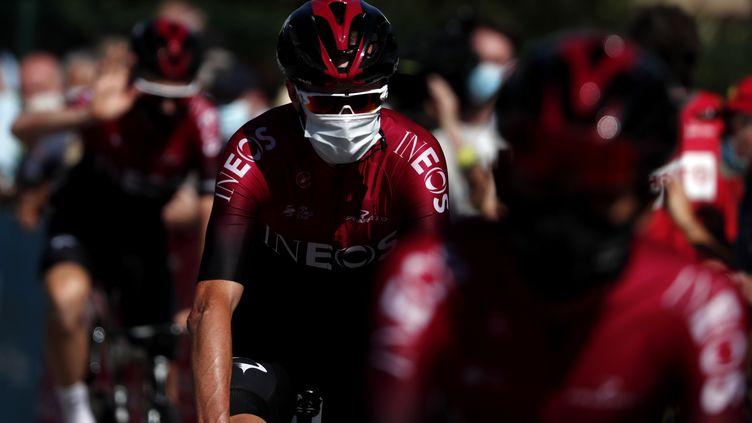 À l'instar de Chris Froome (INEOS), les spectateurs devront porter un masque sur les routes du Critérium du Dauphiné. (GUILLAUME HORCAJUELO / EPA)