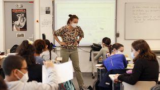Reprise des cours dans un collège de Boulogne-Billancourt (Hauts-de-Seine), le 22 juin 2020. (THOMAS SAMSON / AFP)