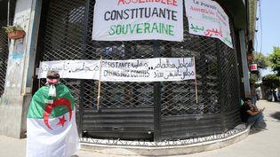 La crise politique continue en Algérie. Ici, des revendications lors d'une journée de manifestations le 14 juin 2019. (BILLAL BENSALEM / NURPHOTO)