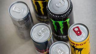 Des canettes de boissons énergisantes. (Photo d'illustration) (GARO / PHANIE / AFP)