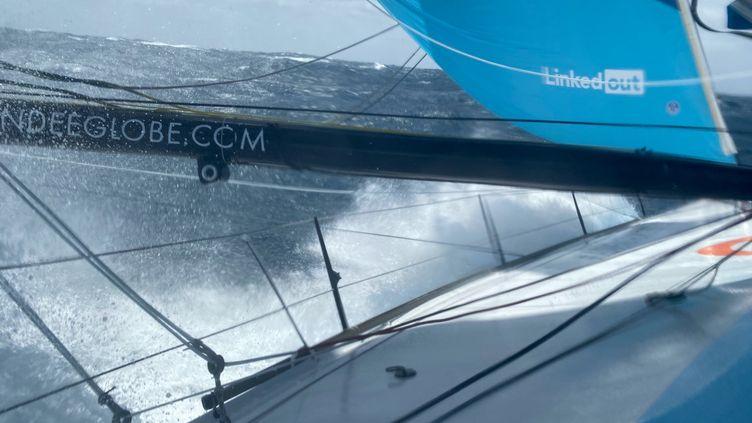Linkedout entre deux empannages dans le Pacifique Sud (Thomas Ruyant / Linkedout)