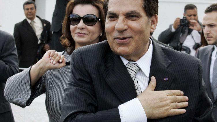 Le président Zine el-Abidine Ben Ali et sa femme Leïla saluent leurs partisans à Carthage, près de Tunis, le 25 octobre 2009. (ALFRED DE MONTESQUIOU/AP/SIPA / AP)