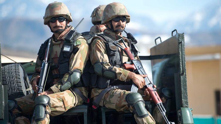 Une patrouille de soldats pakistanais à Khwaza Khela, dans le district de Swat (Pakistan), le 7 mars 2013. (MAXPPP)