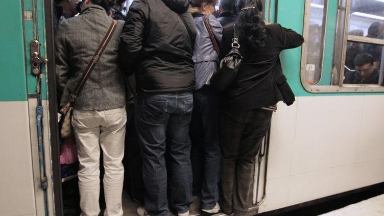 Le trafic sur les lignes 1, 4, 12 et 13 est tweeté en temps réel de 6 heures à 21 heures depuis le 5 septembre 2012. (JACQUES DEMARTHON / AFP)