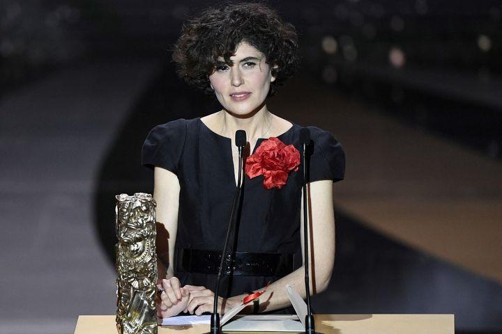 """La productrice de """"Adieu les cons"""" d'Albert Duponte, à la 46e cérémonie des César, le 12 mars 2021. (BERTRAND GUAY / POOL)"""