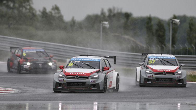 Sébastien Loeb (Citroen) s'éclate sous la pluie en Slovaquie (FRANCOIS FLAMAND / DPPI MEDIA)