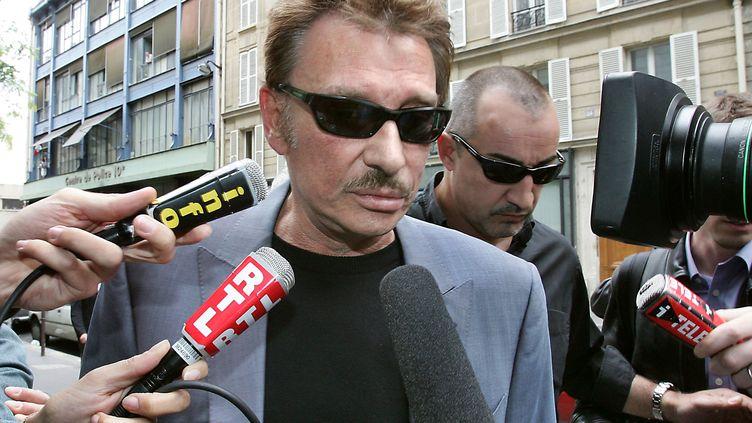 Johhny Hallyday, le 24 juin 2004 à Paris. (JACK GUEZ / AFP)
