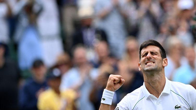 Novak Djokovica écarté Cristian Garinen 8es de finale de Wimbledon lundi 5 juillet 2021. (GLYN KIRK / AFP)