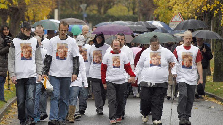Une marche blanche a réuni 200 personnes àGermigny-l'Eveque(Seine-et-Marne) dimanche 4 décembre 2011. (FRANCOIS GUILLOT / AFP)