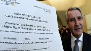 Philippe Richert, le président de la région Alsace-Champagne-Ardenne-Lorraine, présente les propositions retenues par un comité d'experts et de citoyens, à Metz (Moselle), le 12 mars 2016. (MAXPPP)