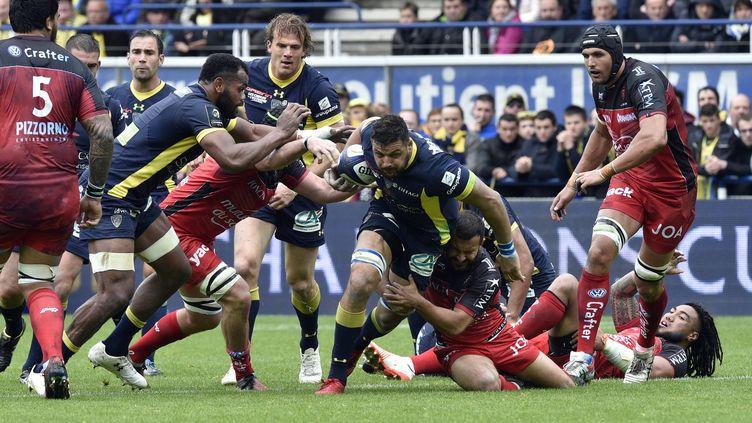 Les Clermontois se sont heurtés à une solide défense du RCT dans un match verrouillé, mais ils ont imposé leur domination (THIERRY ZOCCOLAN / AFP)