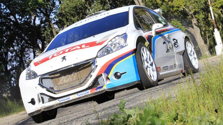 La Peugeot 208 Turbo 16