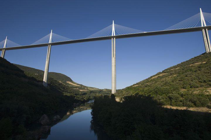 La viaduc de Millau enjambant le Tarn. Photo de 2013.  (RUSSEL KORD / PHOTONONSTOP)