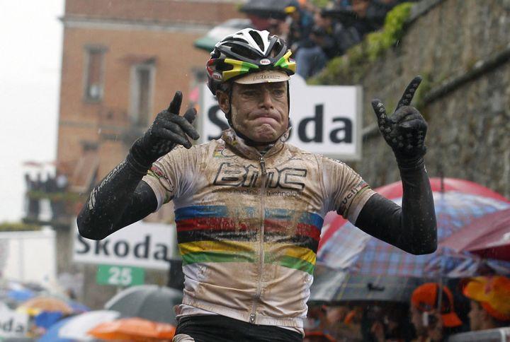 Cadel Evans sur la 9e étape du Giro 2010, arrivée à Montalcino (LUK BEINES / AFP)