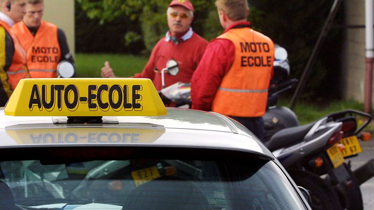 Le blocage de centres d'examens, lundi 19 mars 2012, en raison de la grève des inspecteurs du permis de conduire pourrait provoquer le report de 1 000 à 2 000 examens. (THOMAS WIRTH / AFP)