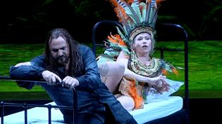 """La soprano Helena Joutounen et le ténorWolfgang Ablinger-Sperrhacke dans le """"Salomé"""" d'Olivier Py à l'Opéra national du Rhin.  (Culturebox / Capture d'écran)"""
