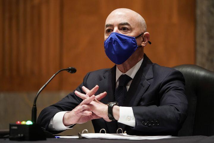 Alejandro Mayorkas lors d'une audition au Sénat, le 19 janvier 2021 à Washington (Etats-Unis). (JOSHUA ROBERTS / AFP)