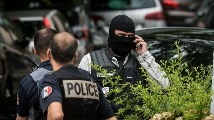 Une opération de police à Oullins, le 27 mai 2019. (NICOLAS LIPONNE / NURPHOTO / AFP)