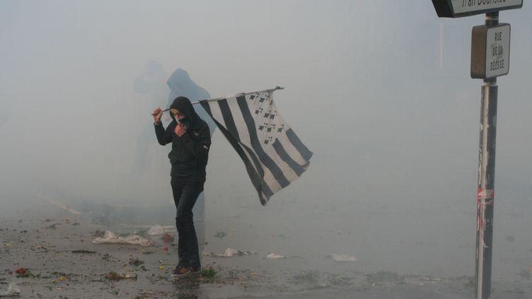 Un manifestant breton contre l'écotaxe, à Quimper (Finistère), le 2 novembre 2013. (CITIZENSIDE/ERNEST TOSETTI / CITIZENSIDE.COM)