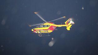 Un hélicoptère de la sécurité civile, en juin 2016. (MATTHIEU ALEXANDRE / AFP)