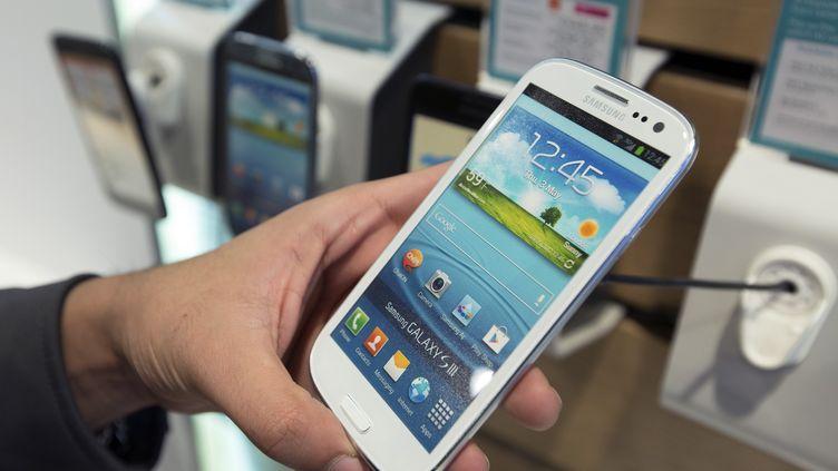 Le Galaxy S3 de Samsung, smartphone adapté à la 4G. (JASON ALDEN / BLOOMBERG / GETTY IMAGES)