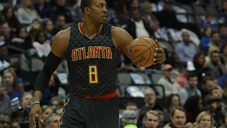 Le pivot Dwight Howard sous le maillot des Hawks d'Atlanta. (RONALD MARTINEZ / GETTY IMAGES NORTH AMERICA)