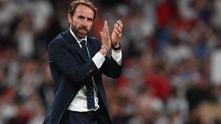Gareth Southgate remerciant les supporters à Wembley le 7 juillet après la qualification de l'Angleterre pour la finale de l'Euro 2021. (PAUL ELLIS / AFP)