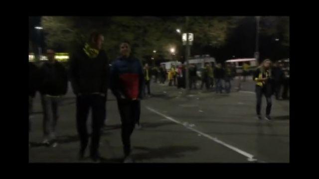 Les supporters partent du stade après les incidents à Dortmund