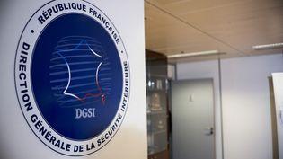 Le logo de ladirection générale de la sécurité intérieure (DGSI), à Levallois-Perret (Hauts-de-Seine), où siège le service de renseignement français, le 5 novembre 2018. (ARTHUR NICHOLAS ORCHARD / AFP)