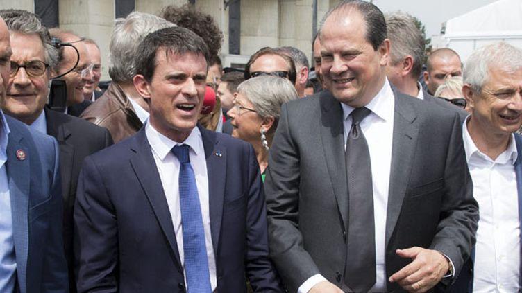 (Manuel Valls et Jean-Christophe Cambadelis, ici à Poitiers, répliquent à la critique lancée par Arnaud Montebourg © MaxPPP)