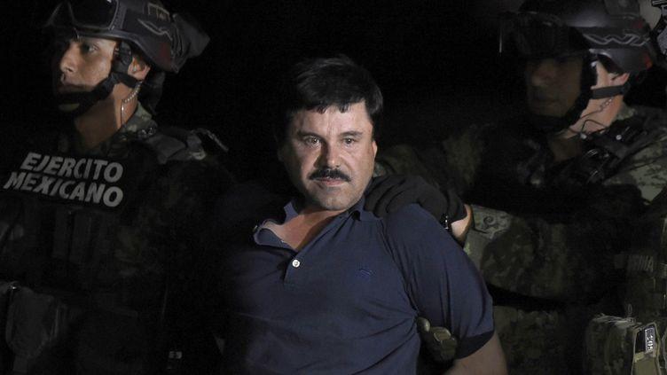 "Le narcotrafiquant Joaquin ""El Chapo"" Guzman lors de son arrestation en janvier 2016, après une deuxième évasion. (ALFREDO ESTRELLA / AFP)"