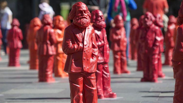 500 mini-statues de Karl Marx exposées à Trèves  (THOMAS WIECK / AFP)
