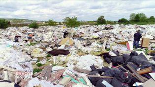 Décharges sauvages : quand les riverains mènent l'enquête pour identifier les coupables (ENVOYÉ SPÉCIAL  / FRANCE 2)