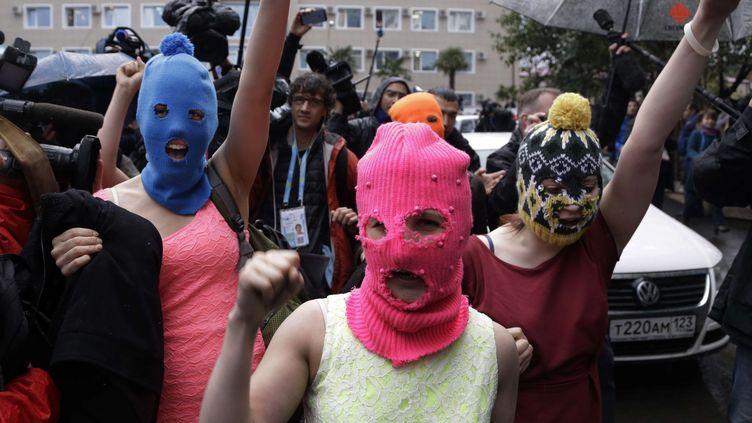 """Les Pussy Riot sont reparties en """"balaclava"""",la cagoule emblème de leur mouvement protestataire,mardi 18 février. (MORRY GASH/AP/SIPA / AP)"""