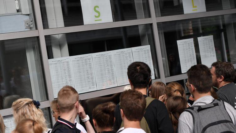 """69% des Français estiment que les professeurs grévistes""""ont eu tort en retenant les copies, car ils ont pénalisé les bacheliers"""". (PIERRE ROUANET / MAXPPP)"""