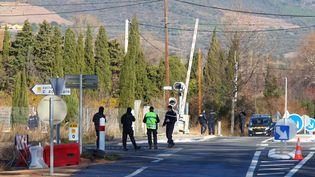 Lors de la reconstitution de l'accident entre un car et un train à Millas (Pyrénées-Orientales), le 19 décembre 2017. (MAXPPP)