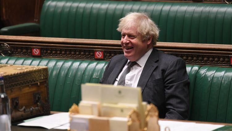 Le Premier ministre britannique Boris Johnson à la Chambre des communes,le 30 décembre 2020, où était soumis au vote l'accord post-Brexitnégocié entre Londres et Bruxelles. (JESSICA TAYLOR / UK PARLIAMENT / AFP)