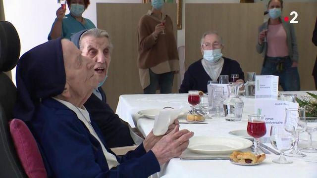 Guérie du Covid-19, soeur André, doyenne des Français, fête ses 117 ans