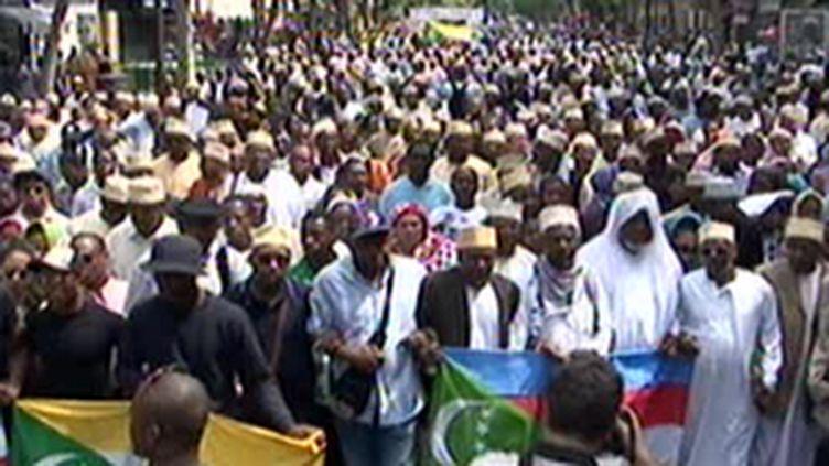 Manifestation dimanche à Paris pour dénoncer les conditions de transport vers les Comores. (© F3)