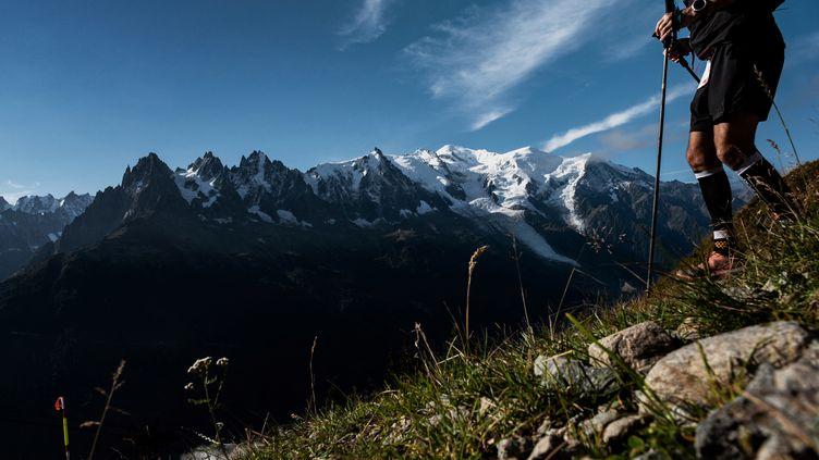 L'Ultra-Trail du Mont-Blanc,avec ses 171 km de course et ses 10 000 mètres de dénivelé, fait son retour en 2021. (JEFF PACHOUD / AFP)