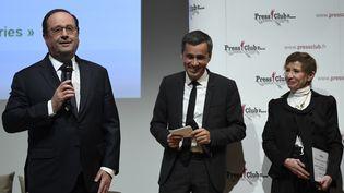 François Hollande fait un discours après avoir reçu le Grand prix 2017 de l'humour politique, le 28 novembre 2017 à Issy-les-Moulineaux (Hauts-de-Seine). (ERIC FEFERBERG / AFP)