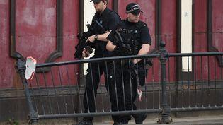 Des policiers à Manchester (Royaume-Uni), le 23 mai 2017. (OLI SCARFF / AFP)