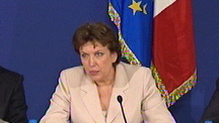 Roselyne Bachelot lors de la réunion de crise antigrippale au ministère de l'Intérieur, le 27 août 2009 (© France 3)