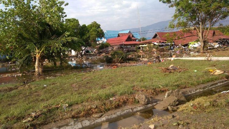 Des vagues de près de six mètres ont déferlé sur la ville côtière de Palu, qui était encore secouée par de puissantesrépliques dans la matinée. (OLA GONDRONK / AFP)