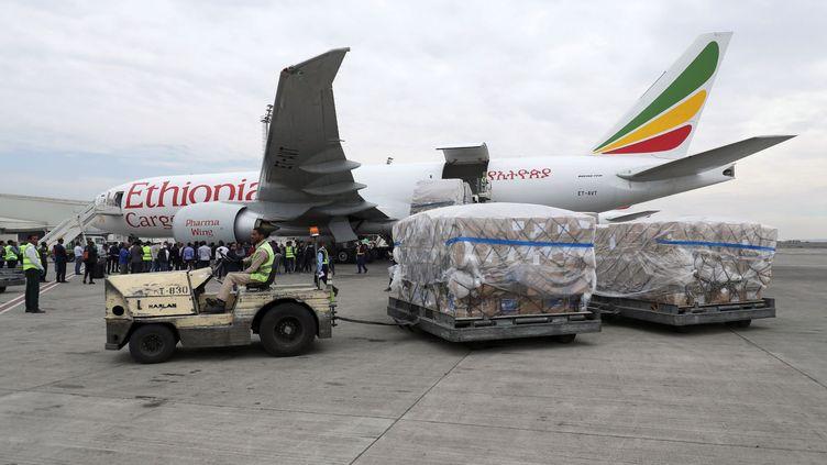 """Résultat de recherche d'images pour """"Ethiopian Airlines transporte le premier lot de vaccins chinois anti-Covid-19 vers l'Afrique"""""""