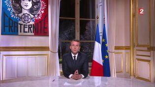 Emmanuel Macron délivre ses vœuxaux Français à l'Elysée, le 31 décembre 2017. (FRANCE TELEVISIONS)